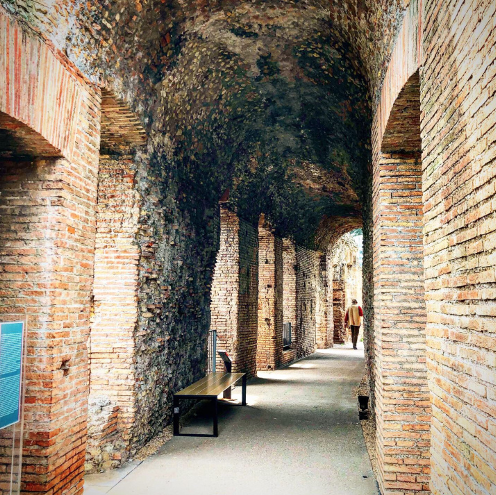 Figure 8: a covered walkway at the edge of the tabernae area