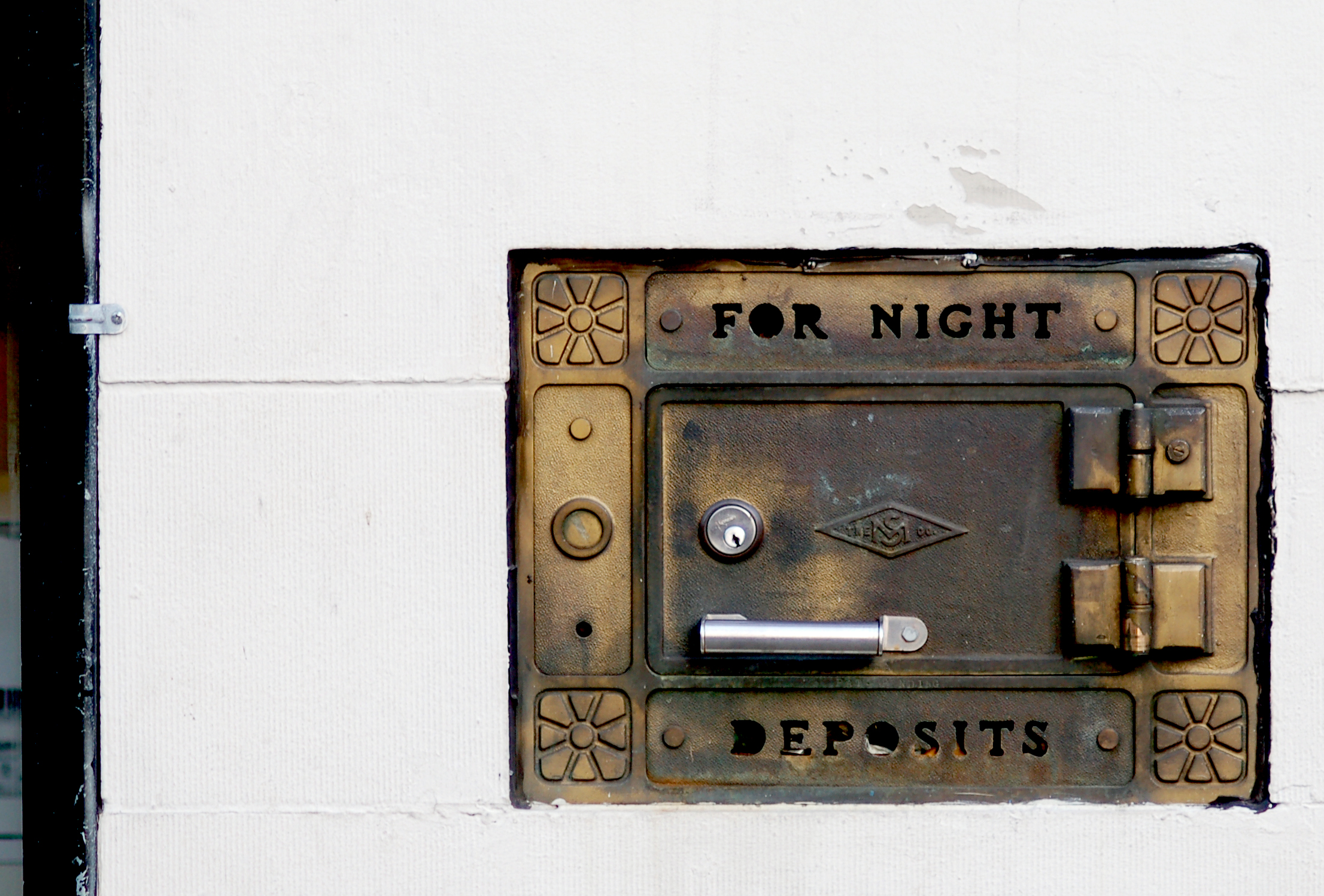 For Night Deposits by C.J.TM https://www.flickr.com/photos/bigluzer/216318107 (CC BY-NC 2.0)
