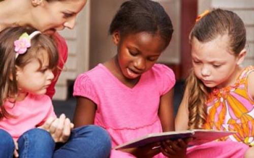 Children reading an article