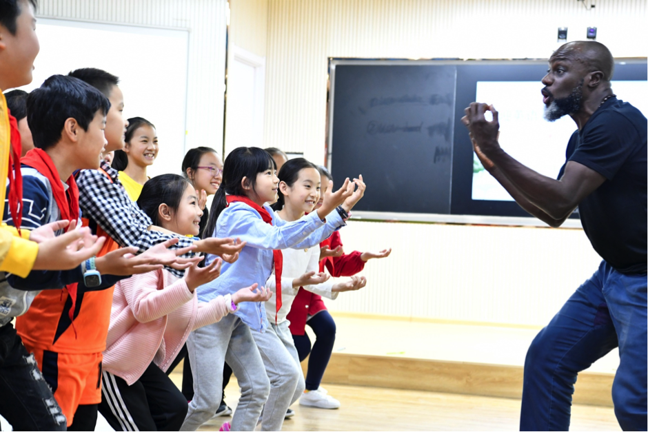 Photograph of children at Shakespeare's Globe workshop in China