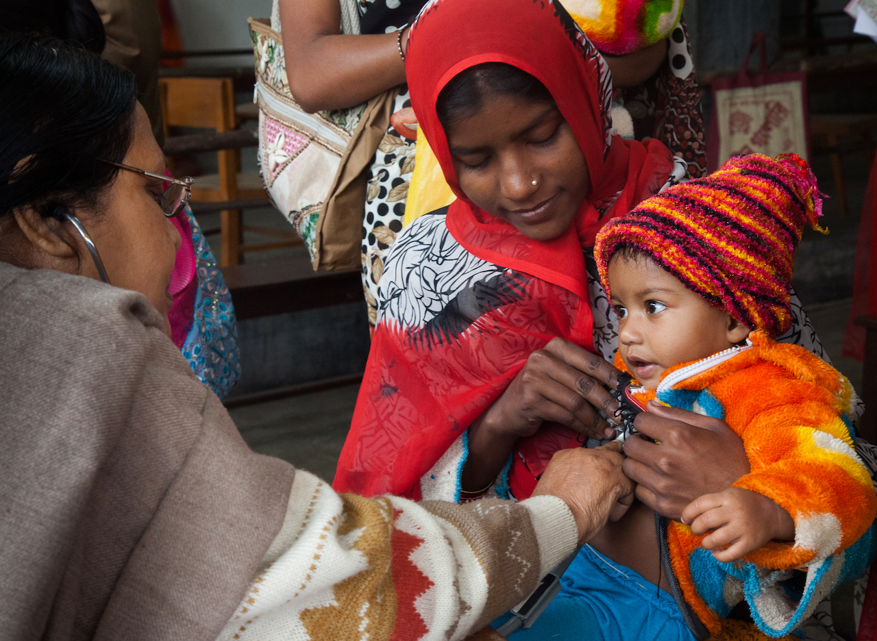 photo of mother and child at clinic in West Bengal