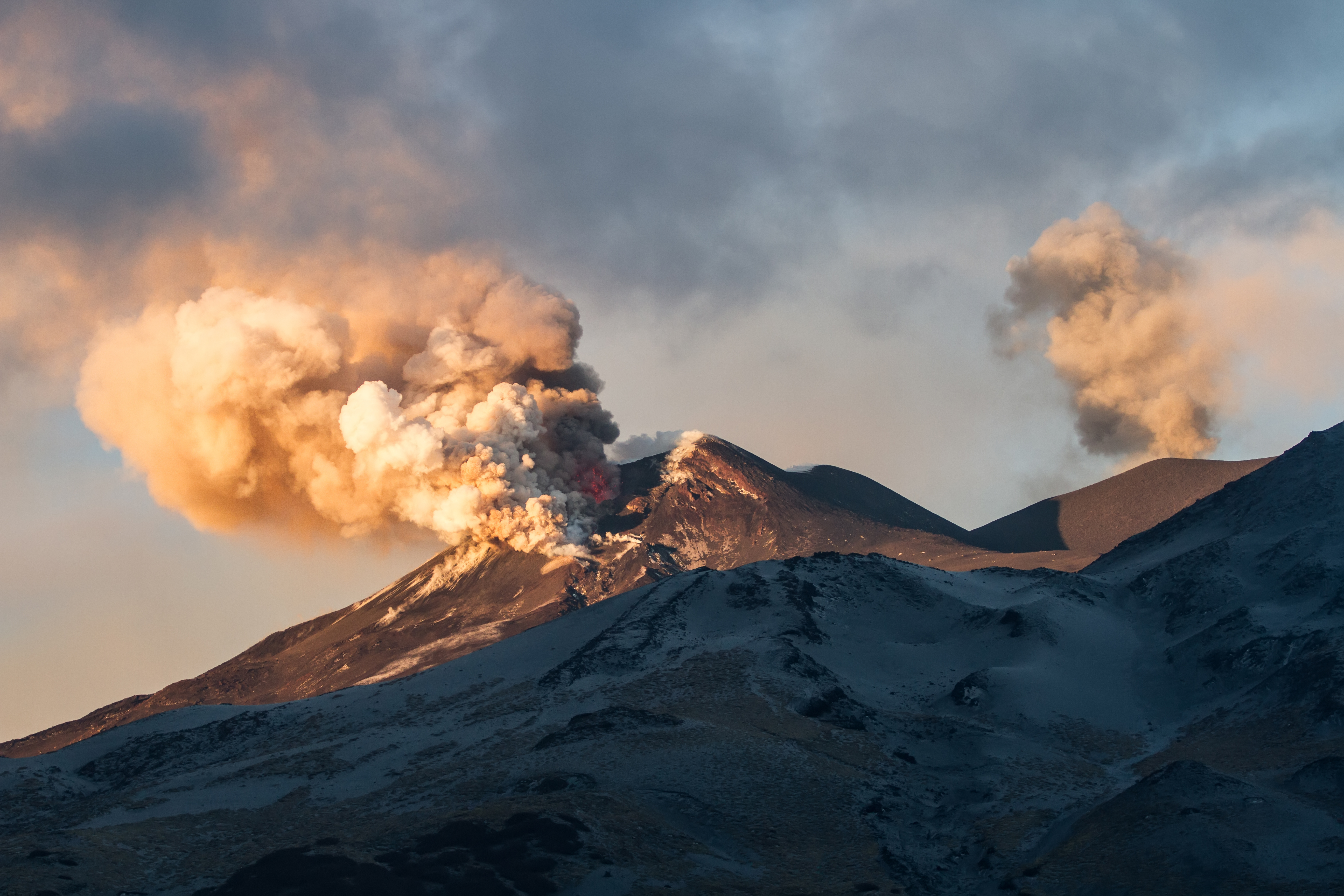 Scientists predict volcanic eruptions with satellites and GPS