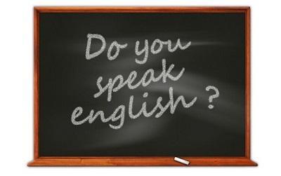 Blackboard with the words 'do you speak english?' written on it