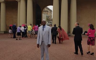 Dr Mutwarasibo outside Buckingham Palace
