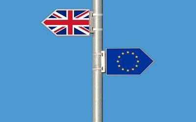 Union Jack and EU flags pointing in opposite directions