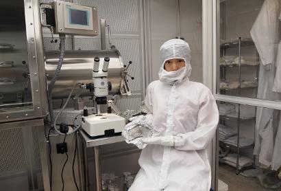 Queenie Chan holding zag meteorite sample