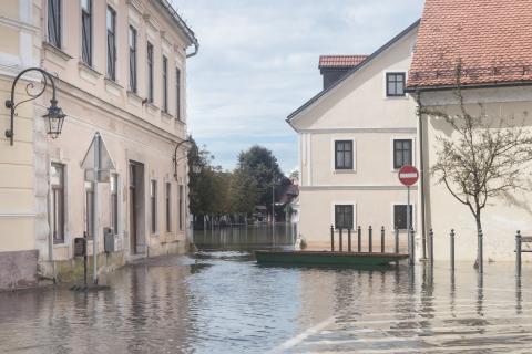 ThinkstockPhotos - 518730331 - flooded street