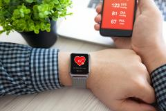 ThinkstockPhotos-648380956-Man-hands-with-watch-and-phone-with-app-health